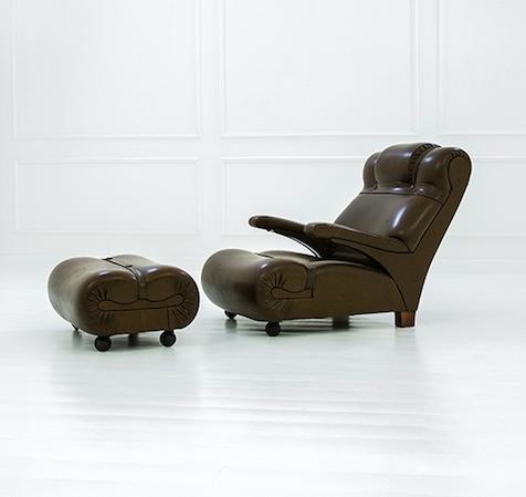 LUIGI CACCIA DOMINIONI - Lehnsessel mit Fußschemel aus Holz, Polyurethan und Schaumgummi, Sessel 90x73x110 cm, Hocker 35x72x54 cm, 1962 Schätzpreis: 8.000-10.000 EUR
