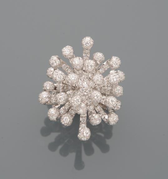 Dior, Bague Cygne en or gris, en plumes retournes et enroules entirement paves de diamants