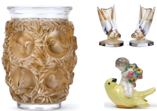 """Links: RENÉ LALIQUE - Vase """"Bagatelle"""" mit reliefierten Vögeln, Singen-sur-Moder, Entwurf 5. Juni 1939 Schätzwert: 1.200-1.500 EUR Rechts oben: RENÉ LALIQUE - Paar Buchstützen """"Hirondelles"""" aus Glas, Singen-sur-Moder, Entwurf 17. Juni 1942 Schätzwert: 1.200-1.500 EUR Rechts unten: MICHAEL POWOLNY - Putto auf Vogel, Gmundener Keramik, Entwurf um 1907 Schätzwert: 700-800 EUR"""
