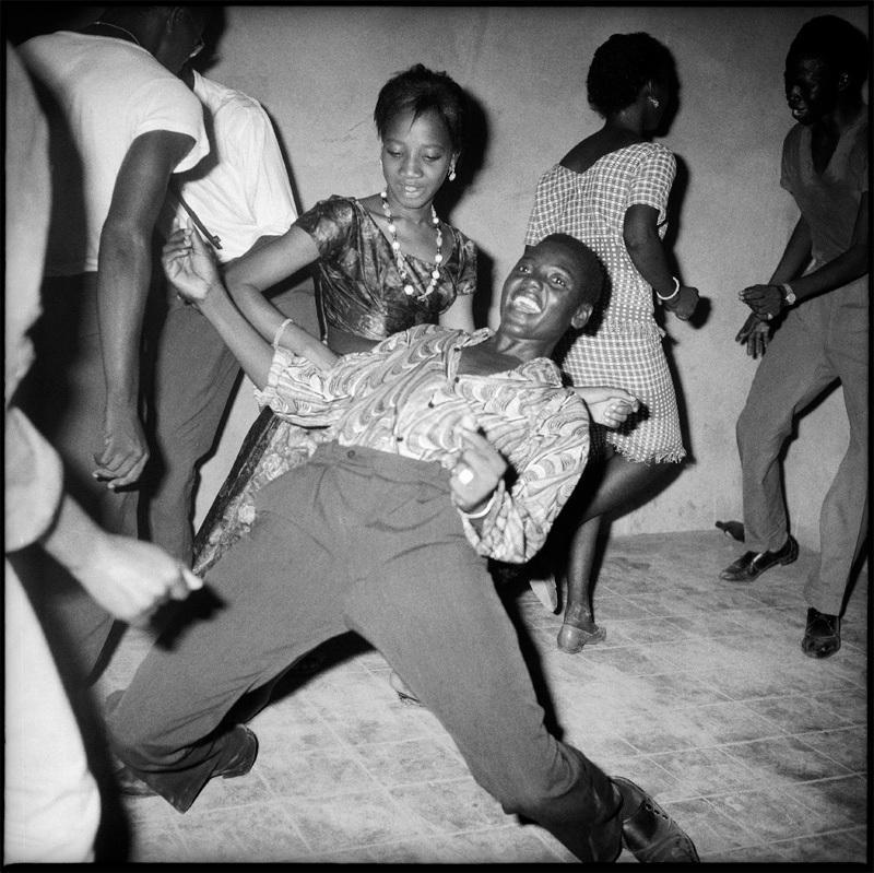 Malick Sidibé, Regardez-Moi !, 1962. Avec L'aimable autorisation de l'artiste et de la Galerie Magnin-A, Paris.