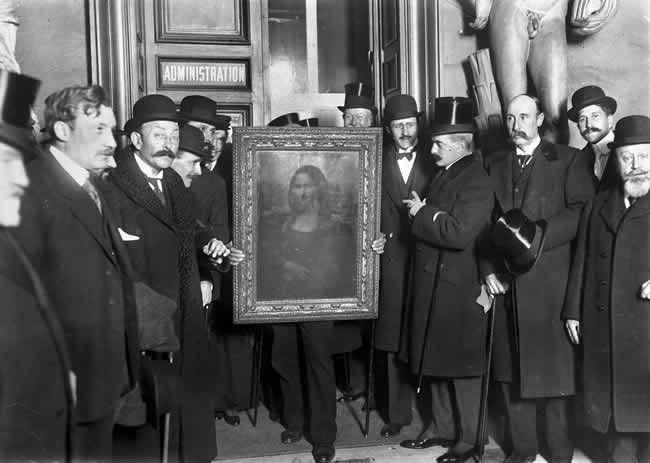 Le retour de la Joconde au Louvre en 1914 Image de Roger-Viollet