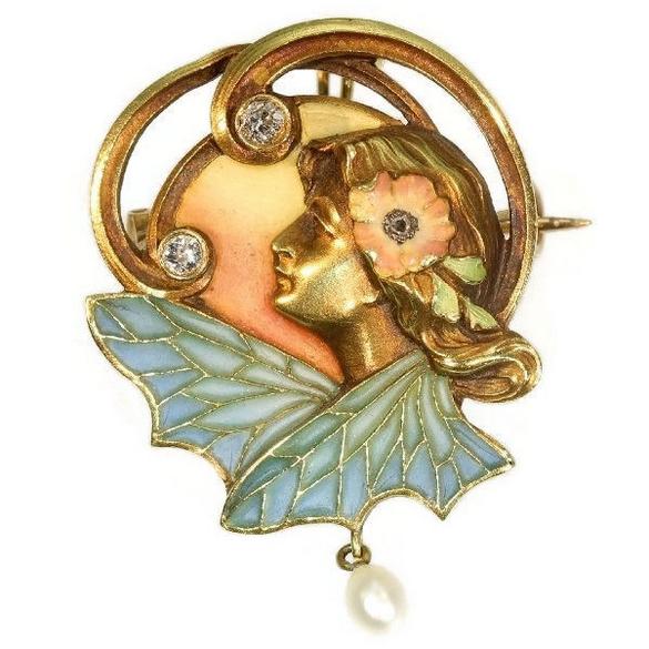 "Art Nouveau-Brosch ""plaque-à-jour"" med diamant och pärla."