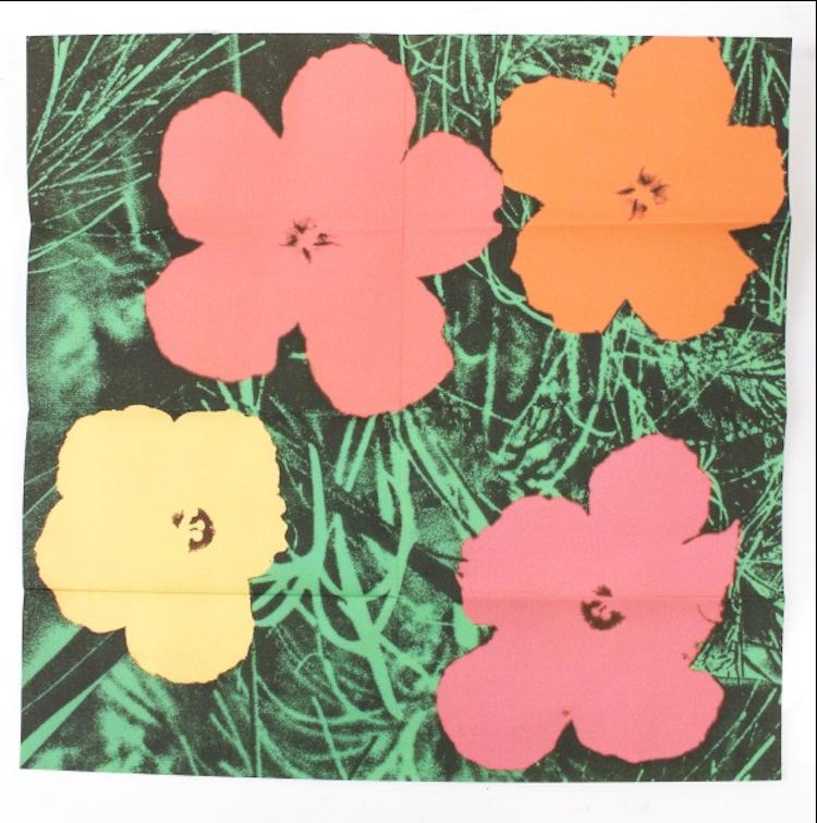 """Billigast bland """"Flowers""""-motiven är just nu offsetlitografin som trycktes av Warhols gallerist Leo Castelli för att marknadsföra en av utställningarna i New York. Utropet är 800-1 200 dollar"""