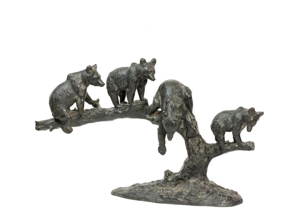 ANTON BÜSCHELBERGER (1869 Eger - 1934 Dresden) - Vier spielende Jungbären auf Baumstamm, Bronze, Entwurf um 1900
