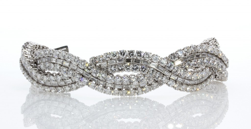 Bracelet platine et diamants par Boucheron Estimation: 120.000-140.000 EUR