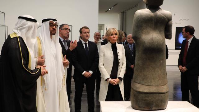 Emmanuel et Brigitte Macron lors de l'inauguration du Louvre Abou Dhabi le 6 décembre 2017 Image AFP