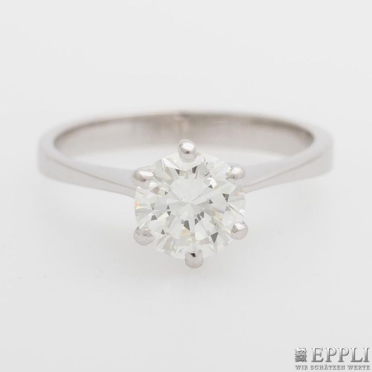 Ringen med en solitär briljant ropas ut för 23 800 kronor hos auktionshuset Eppli i Stuttgart