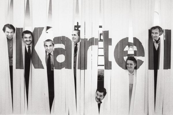 L'équipe design de Kartell en 1969: Olaf von Bohr, Gino Colombini, Alberto Rosselli, Ignazio Gardella, Joe Colombo, Anna Castelli Ferrieri, Giotto Stoppino Photo © Ugo Mulas; courtesy of Museo Kartell