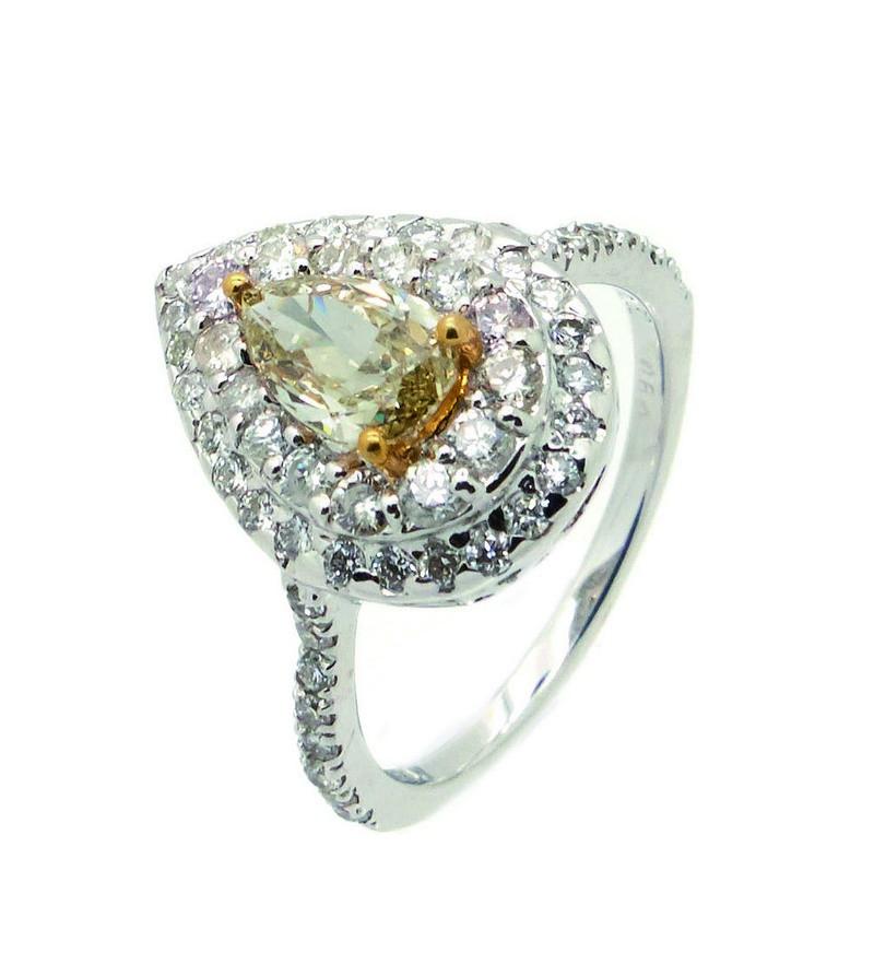 Sortija rosetón en oro blanco con diamante fancy