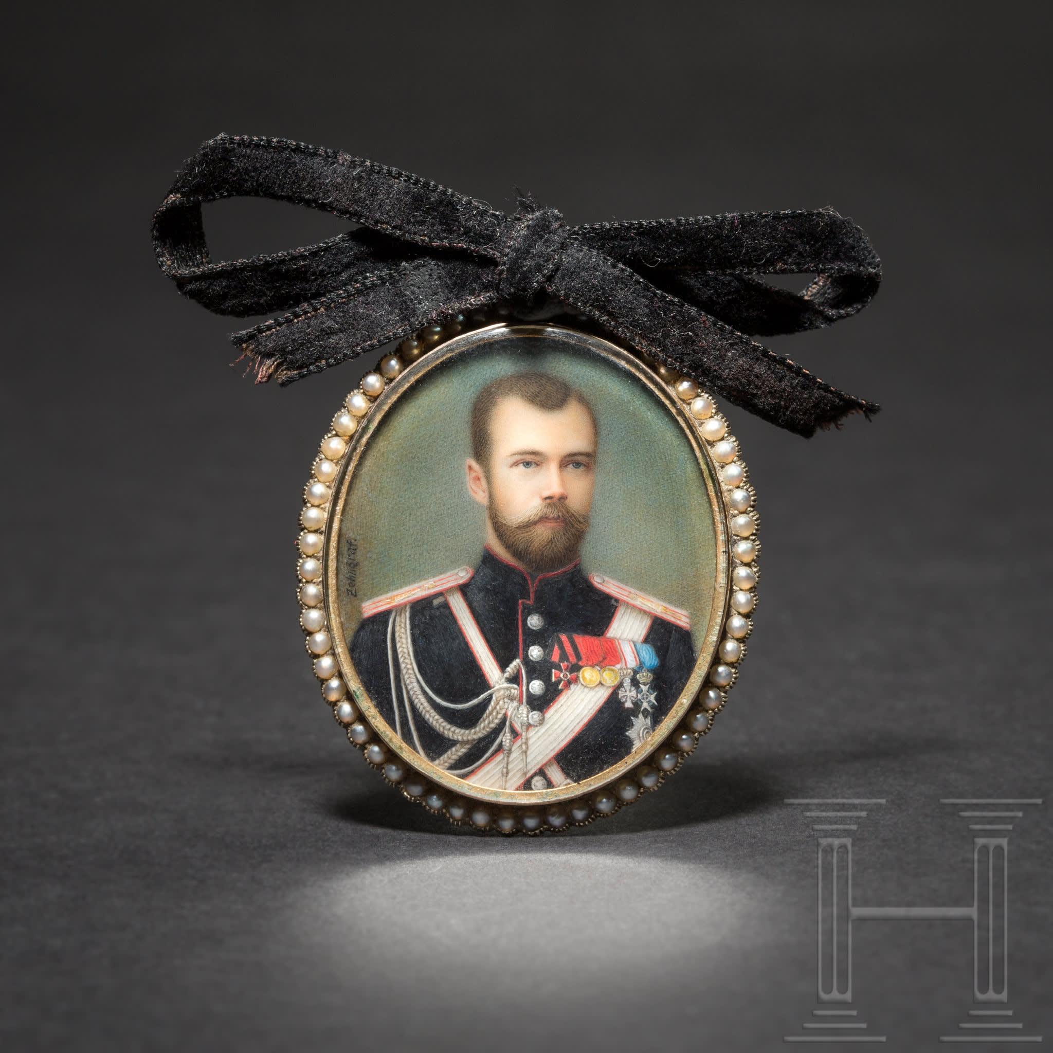 Cadeau personnel du tsar Nicolas II – son propre portrait, miniature sur ivoire dans un cadre doré, présumé Fabergé, peint par Johannes Zehngraf, Russie, daté de 1898, image © Hermann Historica