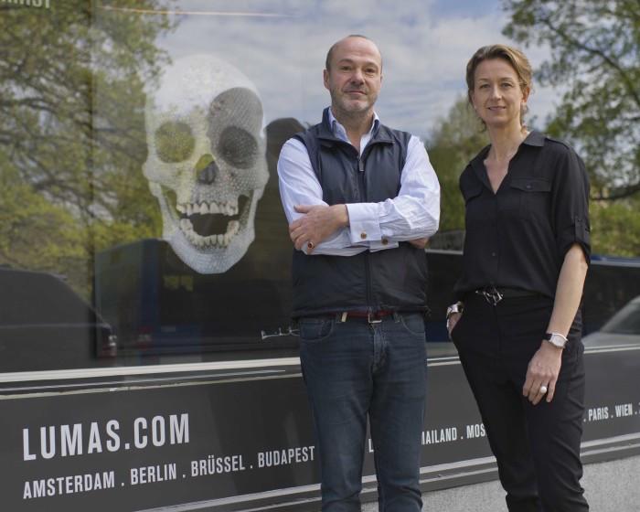 Bakom LUMAS i Stockholm ligger bland annat konsthandlaren och samlaren Joakim Geiger och Louise Lindén, tidigare försäljningschef på Svenskt Tenn och idag VD för LUMAS i Skandinavien