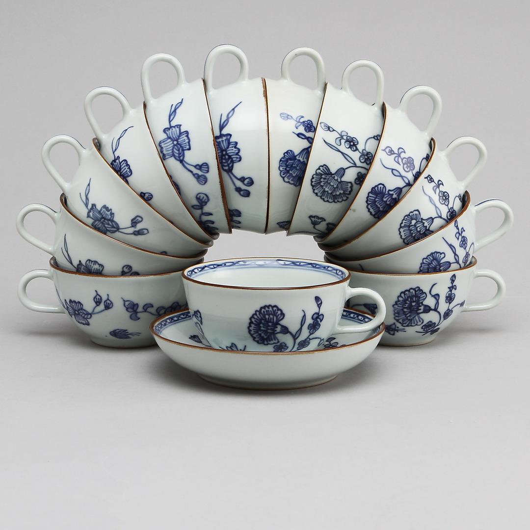 Service en porcelaine de la Collection 1700 Adjugé 1 100 EUR le 1er mars 2015 par Göteborgs Auktionsverk