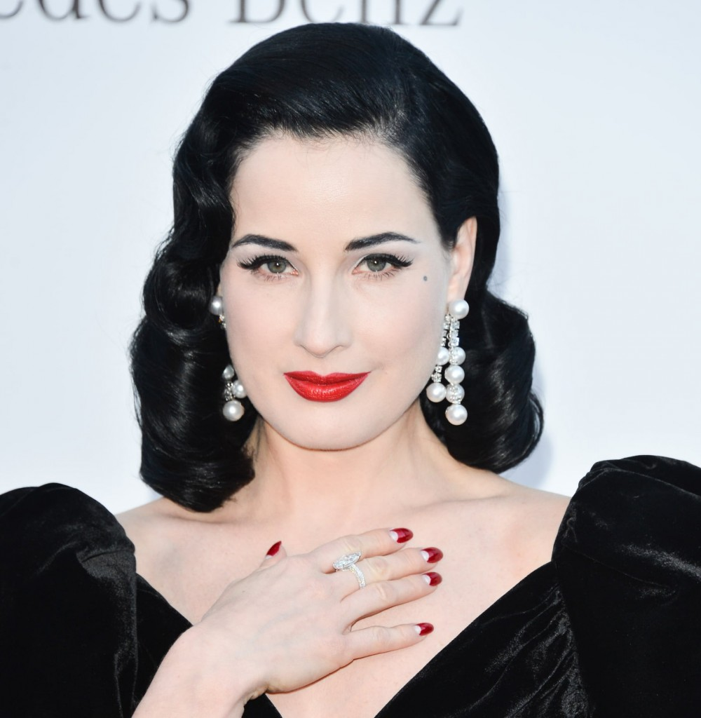 Dita-Von-Teese-wore-bold-dangling-pearl-earrings