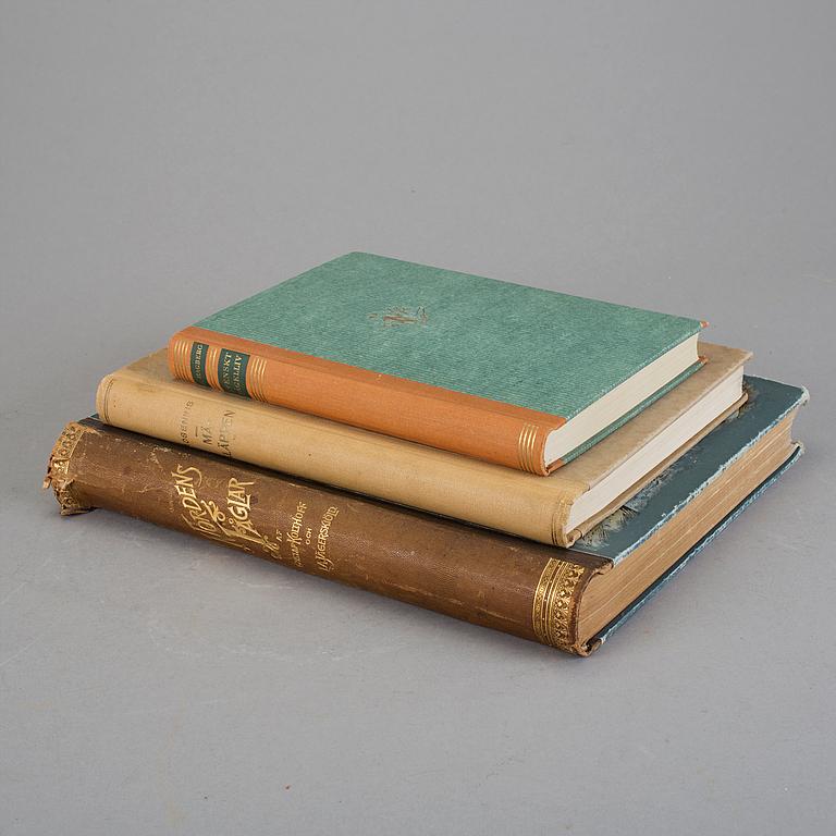 """Böcker, tre stycken. Bl a """"Nordens fåglar"""" av Gustaf Kolthoff och L.A. Jägerskiöld, Stockholm 1898. Utrop: 1,500 sek. Bukowskis market"""