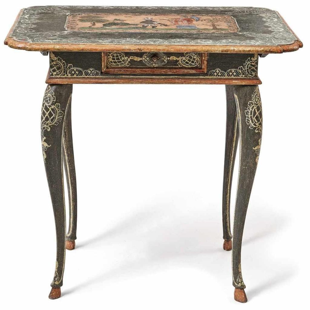 Rokoko-Tisch, polychrom gefasstes Nadelholz, ursprüngliche Lackmalerei mit Chinoiserie, Franken/wohl Ansbach Mitte 18. Jh. Schätzpreis: 6.500 EUR