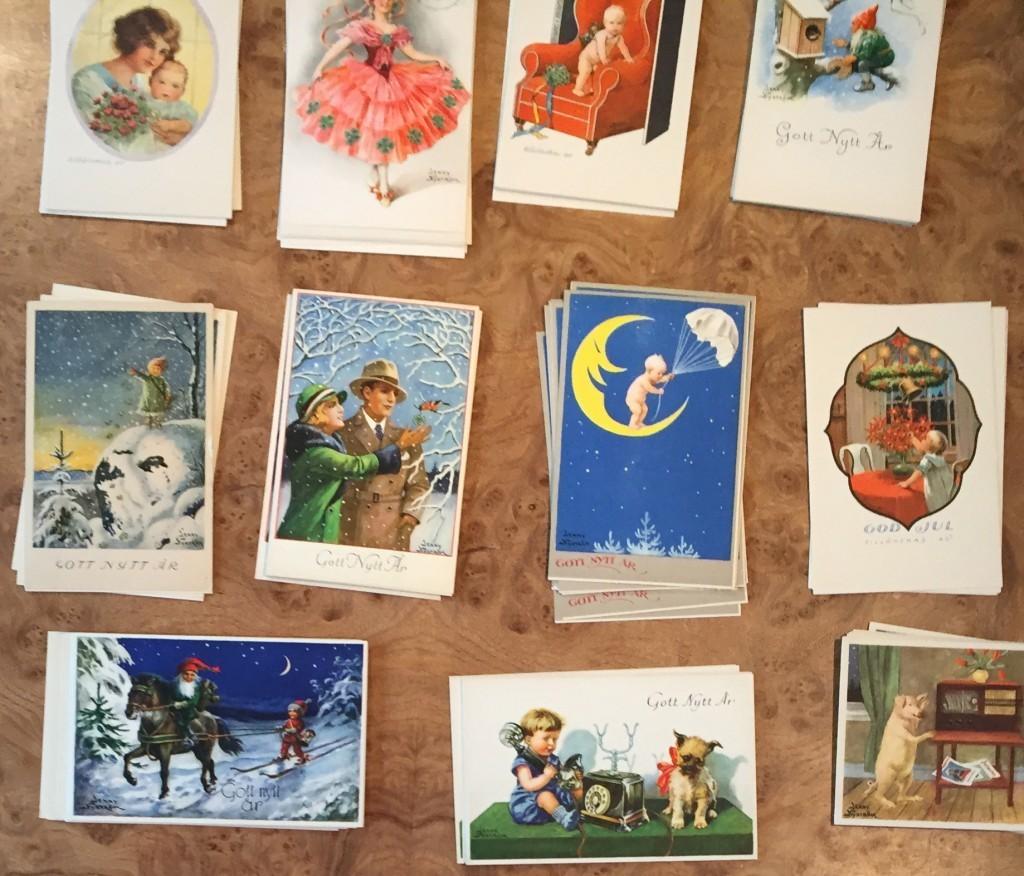 Sven-Harrys Konstmuseum fick i samband med sin utställning Jenny Nyström – Illustratör och pionjär en samling med gamla vykort från 1950-talet med motiv av illustratören. Korten går att köpa i museets shop. Bild Sven-Harrys Konstmuseum.