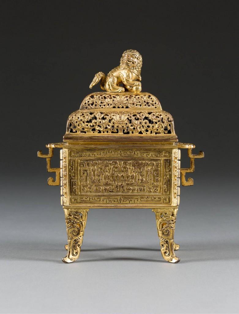 Kaiserlicher Weihrauchbrenner mit buddhistischem Löwen, vergoldete Bronze, H: 21 cm, China 18. Jh. Limitpreis: 8.000 EUR