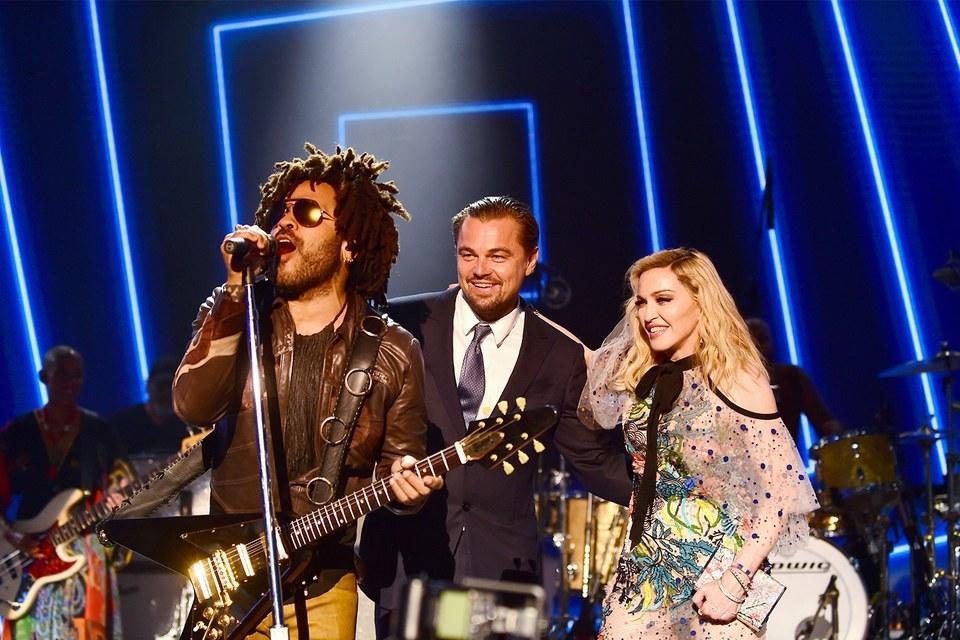 Leonardo DiCaprio, Madonna & Lenny Kravitz Foto: Getty Images/Anthony Ghnassia