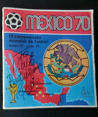 Das Panini-Album zur WM 1970 mit Pelés Autogramm und allen 271 Stickern