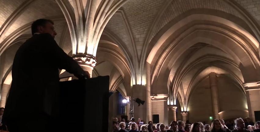 L'année dernière, la vente relais des Journées Marteau 2015 avait eu lieu à le Conciergerie, à Paris. Image via YouTube