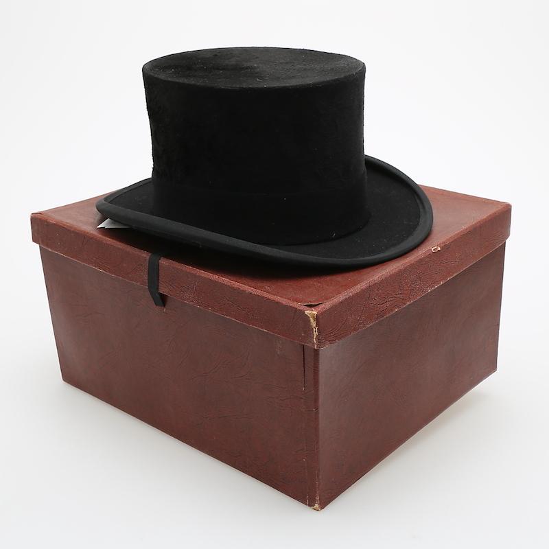 Hatt med ask, Morleys London, Wäxjö Beklädnadsmagasin Växjö. På auktion hos Växjö Auktionskammare