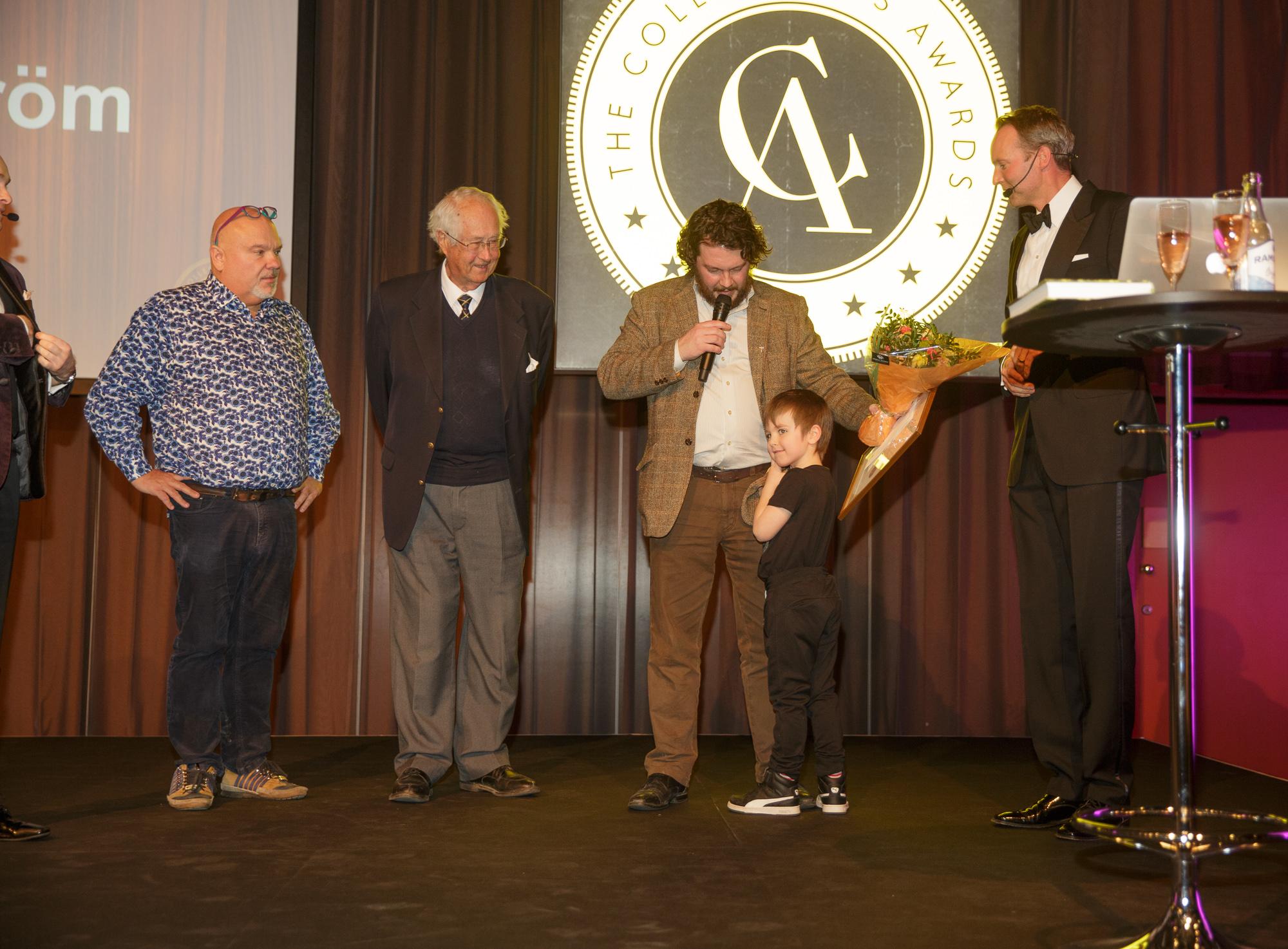 Fredrik Åström tar emot pris för Årets Samlare