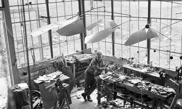 Alexander Calder sin studio i Connecticut, 1941. Foto: Calder Foundation, New York.