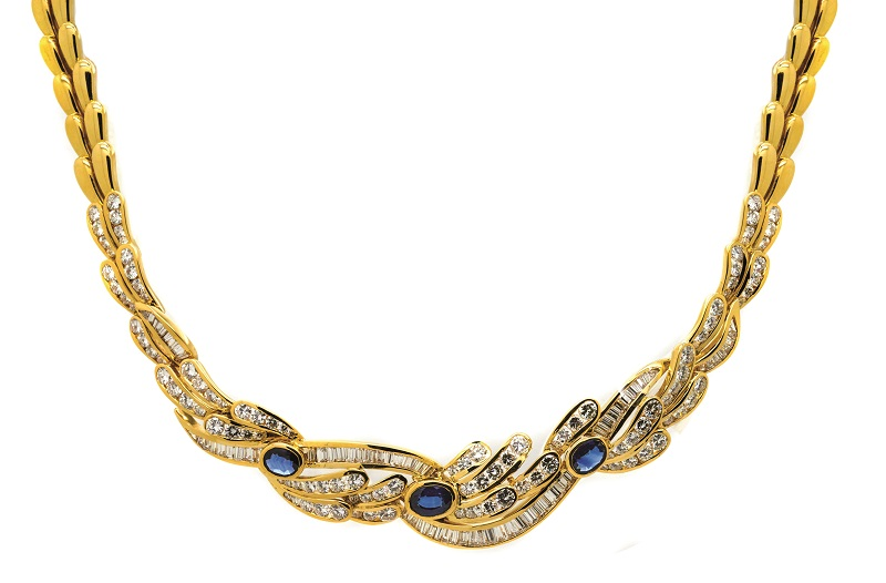 Collar de la firma ALEN DIONE en oro con centro de diamantes y zafiros azules