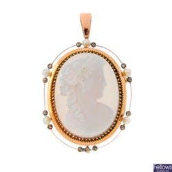 十九世紀中黃金寶石鑲嵌瑪瑙浮雕吊墜。 橢圓形瑪瑙雕刻描繪希臘豐饒&婚姻之女神Demeter