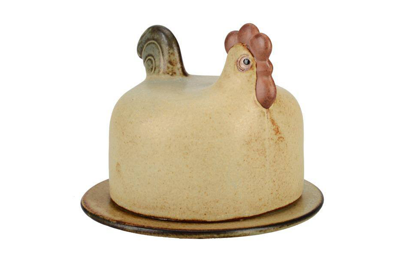 Smörskål med lock, design Lisa Larson. På auktion hos Formstad Auktioner