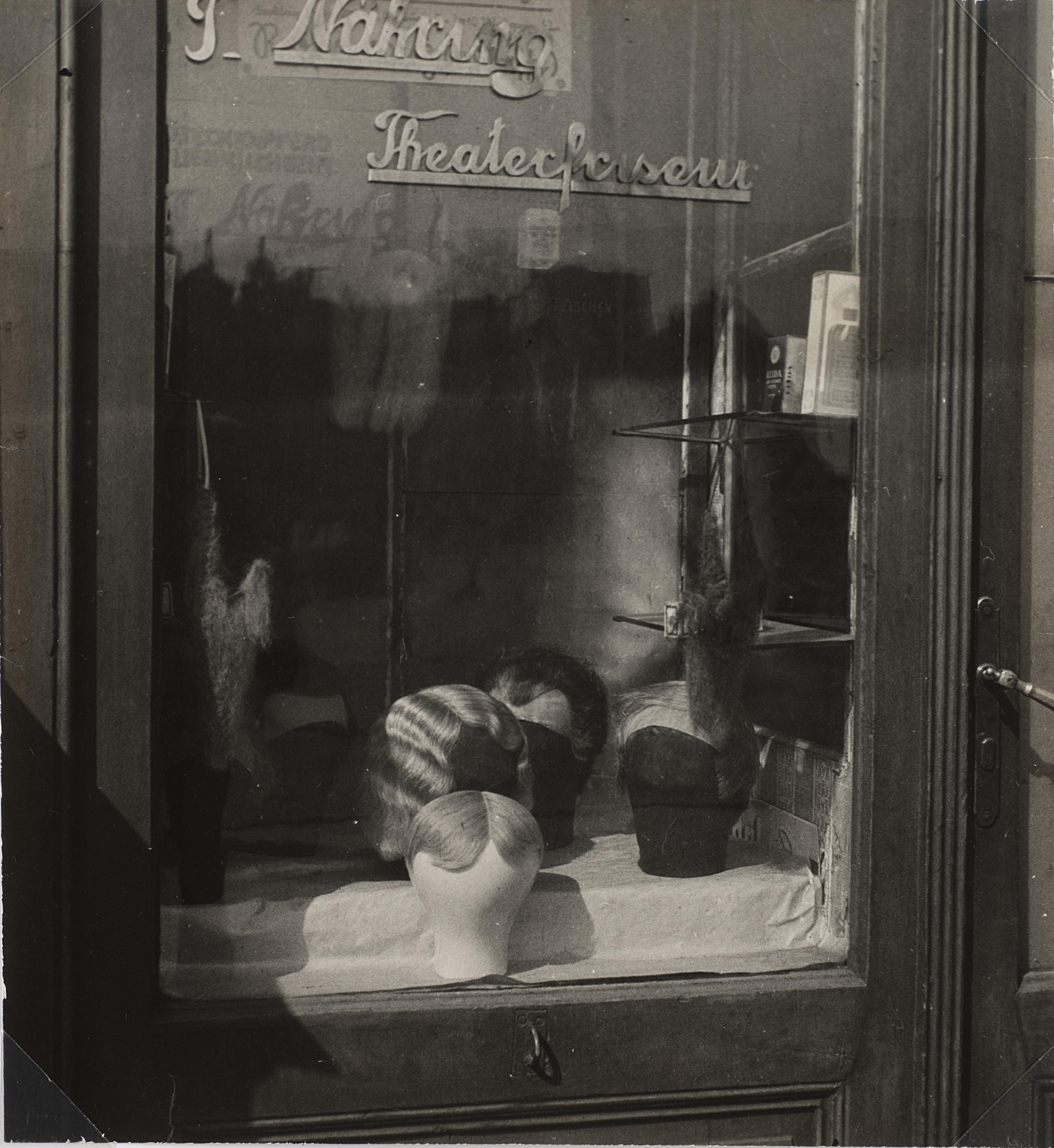 Untitled, Jindrich Styrsky. 1935, Vintage gelatin print with silver salts, 29 x 27 cm. € 5.500 - 6.500. Photo: Finarte