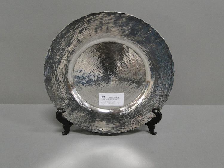 Hos Björnssons Auktionskammare ropar man ut fatet från 1951i silver för 2 000 kronor
