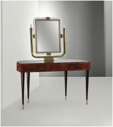 Gio Ponti. Ovanligt konsolbord i lackat trä, detaljer i glas och spegel i Murano-glas och mässing stämplad Sassi Milan. Utrop: 185 000 SEK Cambi