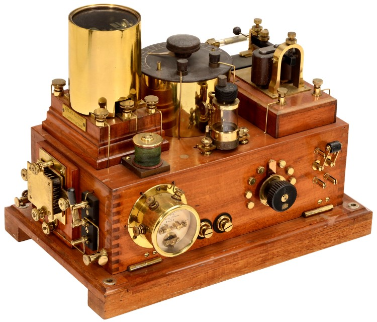 Radio_detector_and_Morse_receiver_13755_copyright_2014_by_Auction_Team_Breker_Cologne_Germany