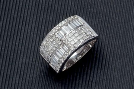 Ring aus Weißgold mit Diamanten (2,20 ct) Aufrufpreis: 3.500 EUR