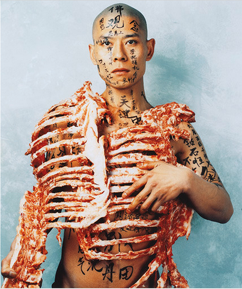 "Zhang Huan, ""1/2 (Meat + Text)"" , 1998. Foto via Ocula"