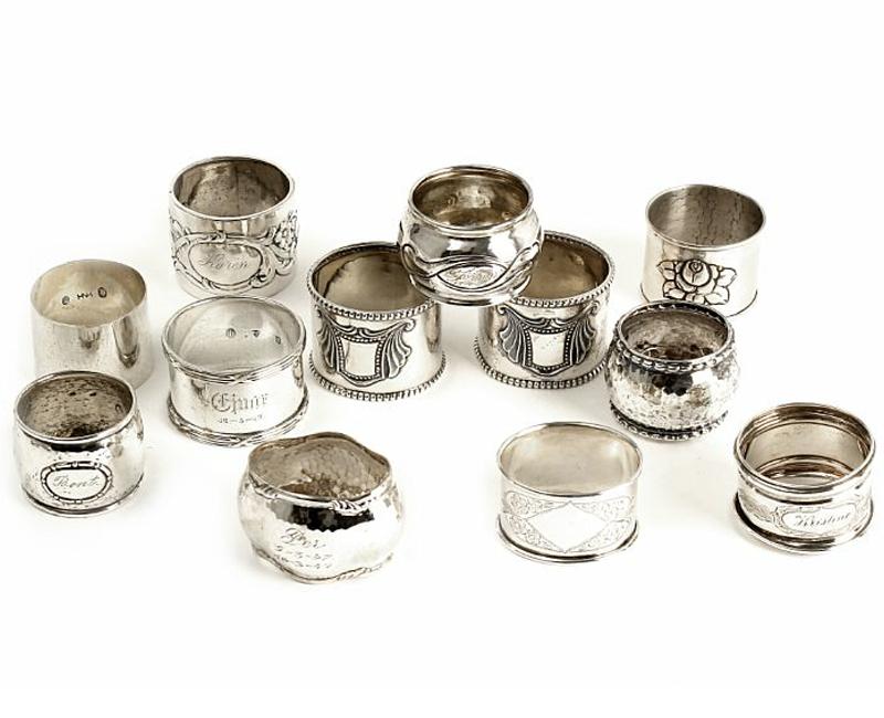Tolv stycken servettringar i silver. Utropspris: 3100 kr. Bruun Rasmussen.
