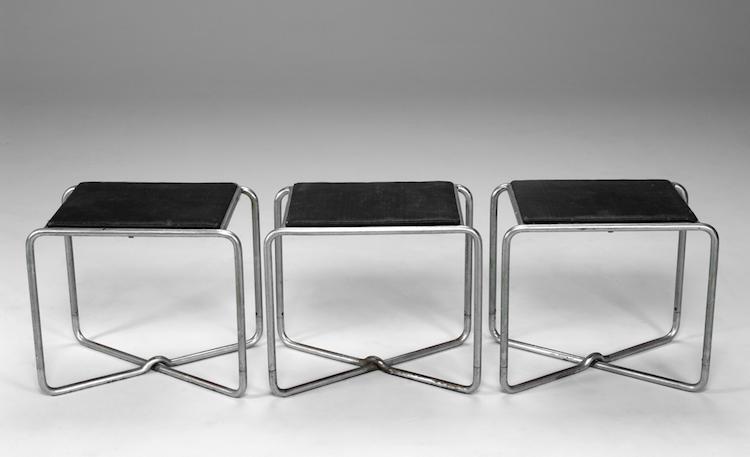 De tre pallarna är från 1930. Designer: Axel Einar Hjorth