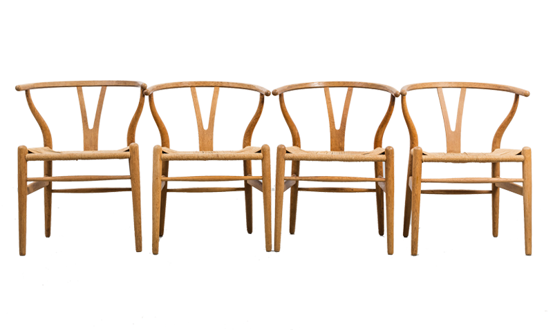 """Karmstolar. 4 st, """"Y-stolen"""", Hans J. Wegner, Carl Hansen & Son, Danmark, 1900-talets andra hälft. Stomme av bok. Genombruten rygg. Snörad sits. Tre stolar med etikett. På auktion hos Bukowskis market"""