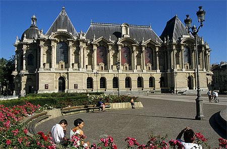 Le Palais des Beaux-Arts de Lille, Place de la République Image via routard.com