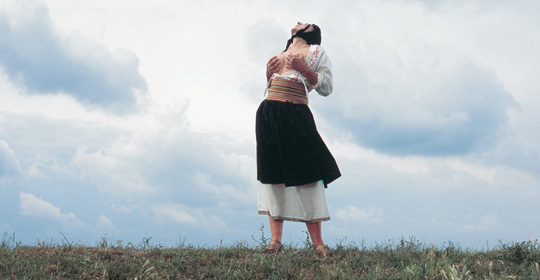 Marina Abramović dans « Balkan Erotic », 2005, image via Portland Institute for Contemporary Art