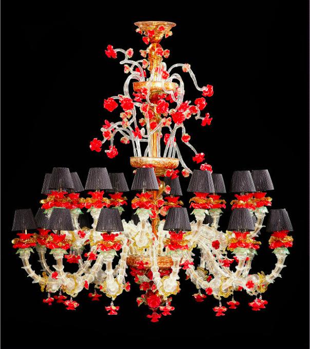 Murano-Lüster mit roten Blüten, Murano 20./ 21. Jh.   Foto: Hampel