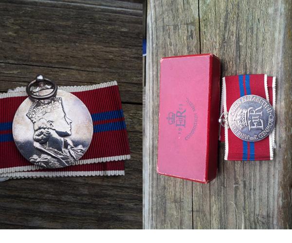 """Beschreibung: Offizielle """"Trooping the colour coronation"""" Medaille von 1953 mit Band und Original Box in makellosem Zustand."""