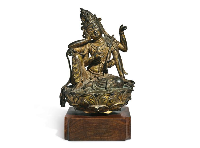 Figure en bronze doré de Cintamanicakra Avalokiteshvara, dynastie Tang, image ©Sotheby's