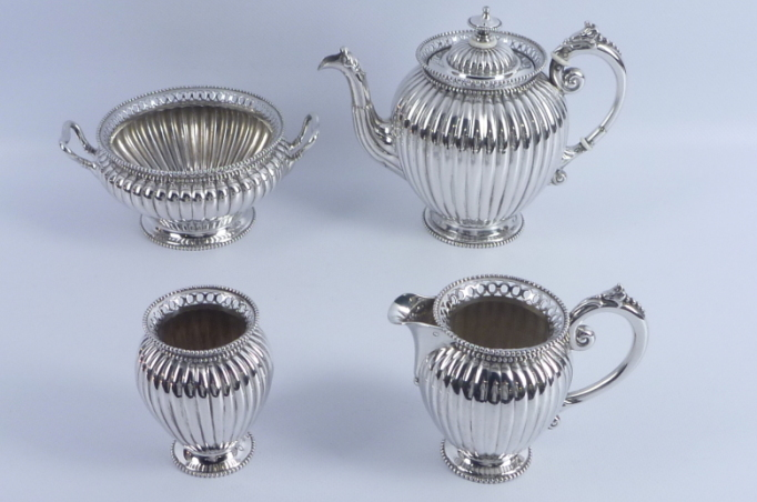 zeer-fraai-antiek-4-dlg-hollands-zilveren-theeservies-versierd-met-knerren