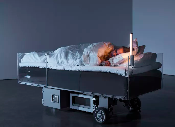 Carsten Höller, Two Roaming Beds (Grey), 2015. Bild från bonnierskonsthall.se
