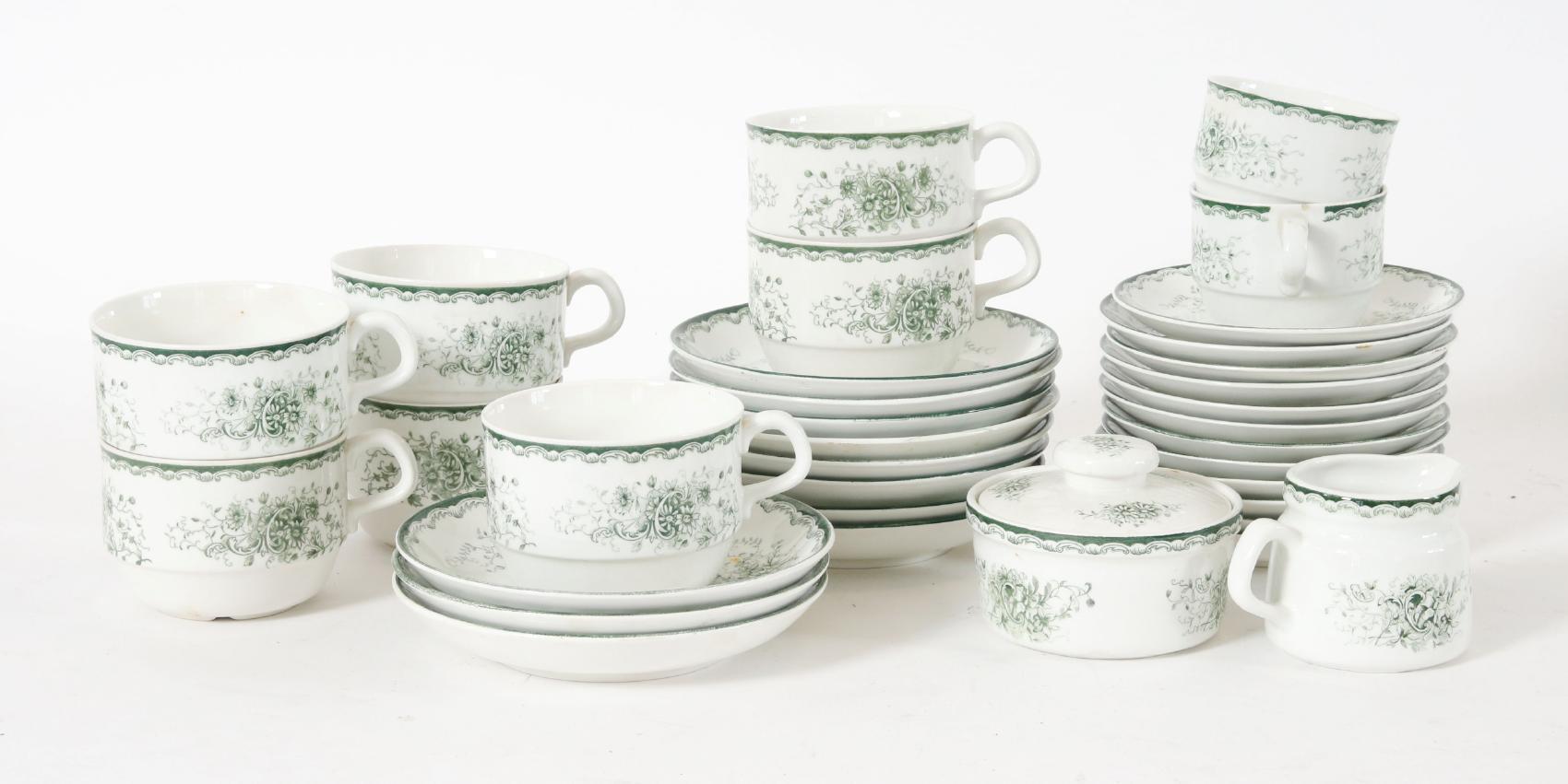 """Te och kaffeservisdelar, """"Grön Anna"""", Rörstrand Bl.a. med repor och fläckar. Mindre nagg. Startpris: 100 SEK."""