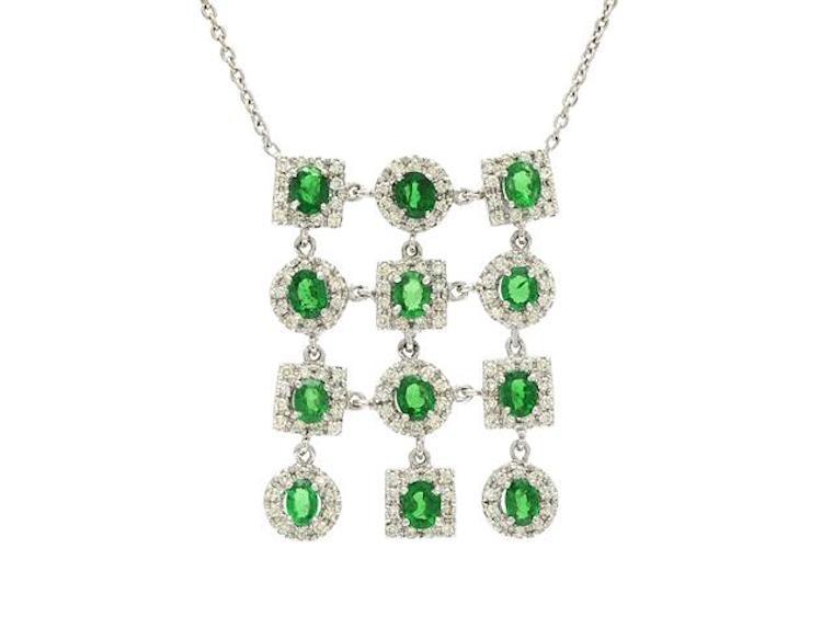 COLLIER, 18K vitguld, 12 tsavoriter ca 6,00 ctv, 132 briljantslipade diamanter ca 2,00 ctv, ca TCa-Ca/SI, längd 40 cm, vikt 14,7 g. Utropspris 18 000 SEK