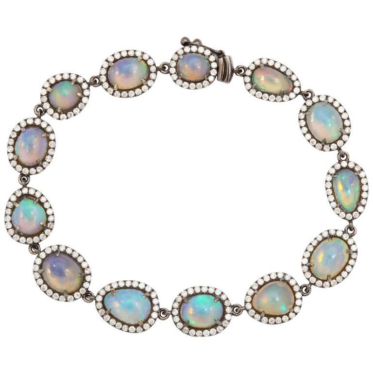 Armband; opaler med diamantkrans