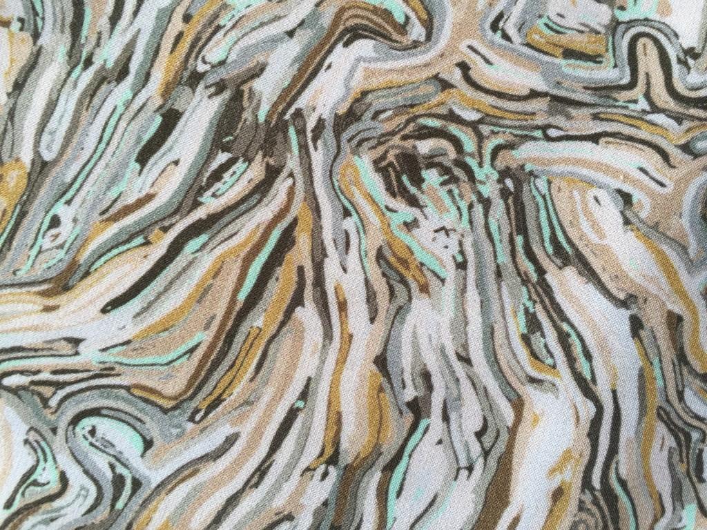 Närbild på de tyg som inspirerats av Matthias van Arkels silikonverk Gobeläng, som använts i klänningar, toppar och byxor i Dagmars vårkollektion 2016.